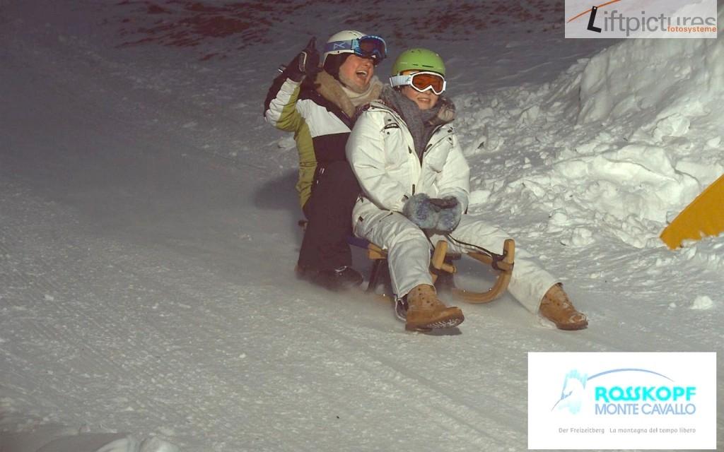 Rodelfoto mit Flash an der Skischule Sterzing