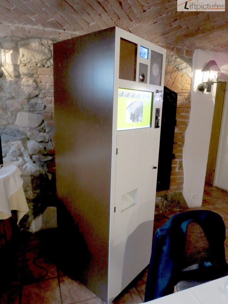 SB-FotoBooth Automat mit Kamera, Blitz, Touchscreen, Fotodrucker, Münzprüfer und Schlüsselschalter für Gratisbetrieb