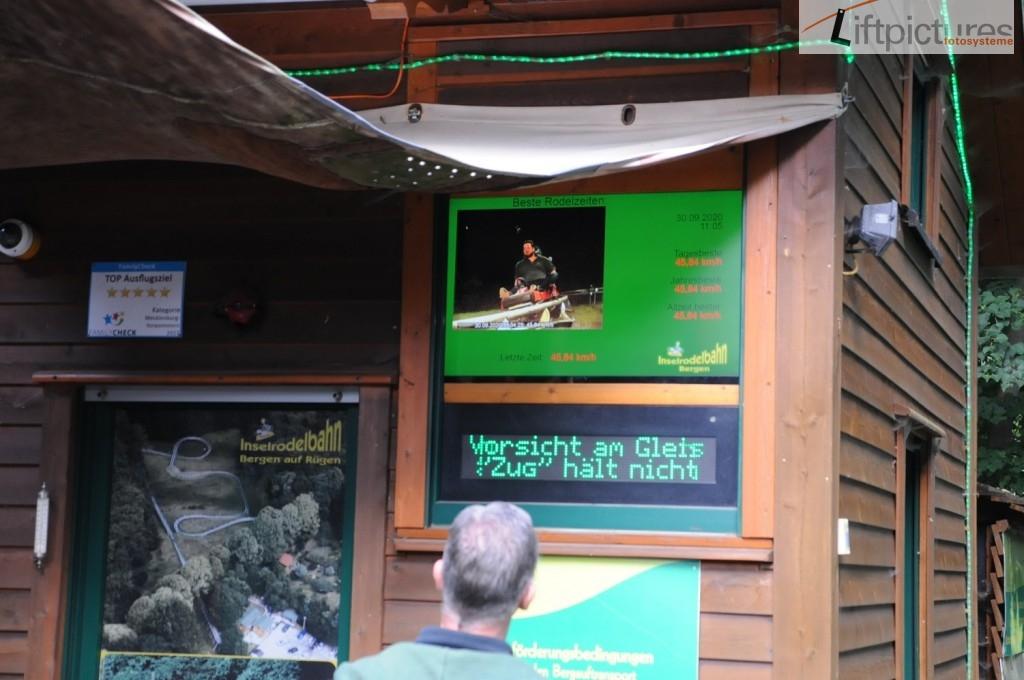 Präsentationen am Einstieg - Sommerrodelbahn auf Rügen - Lieftpictures Software